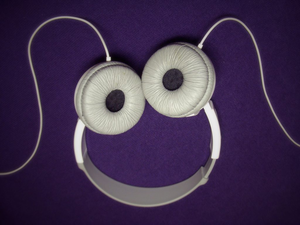 SmilingHeadphone