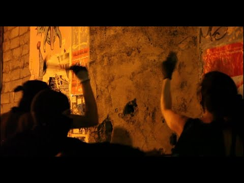 """Exarchia: Activists take riot police by surprise and reoccupy """"Dervenion 56"""" Squat"""